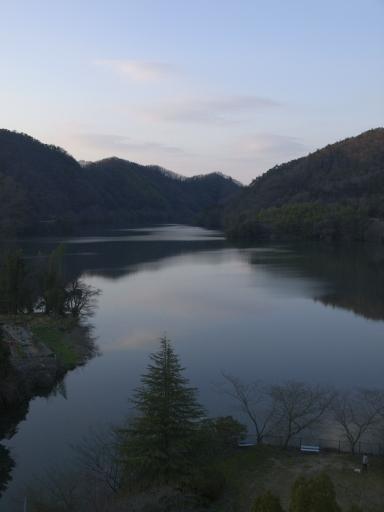 湖でなくて池