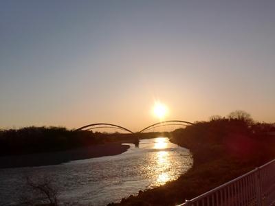 利根川朝陽