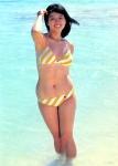 河合奈保子 セクシー ローレグビキニ水着 おっぱいの谷間 ムチムチ 脇 おへそ 1980年代アイドル 海 高画質エロかわいい画像9