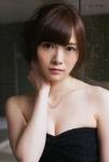 乃木坂46 白石麻衣 セクシー おっぱいの谷間 顔アップ カメラ目線 高画質エロかわいい画像1