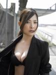 谷村美月 セクシー 胸チラ 巨乳おっぱいの谷間 たぶらかし 女優 カメラ目線 誘惑 高画質エロかわいい画像3