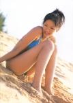 榮倉奈々 セクシー ビキニ水着 太もも 体育座り 砂浜 ビーチ 女優 高画質エロかわいい画像14