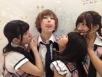 AKB48 大家志津香 石田晴香 片山陽加 野中美郷 セクシー 舌出し キス顔 ショートヘア 目を閉じている 高画質エロかわいい画像2