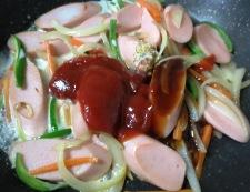 魚肉ソーセージナポリタン風 調理③