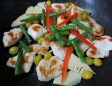 鶏胸肉と銀杏の炒め 調理③