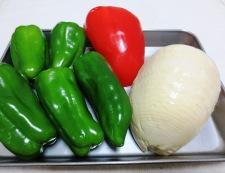 白い青椒肉絲 材料②