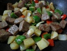 サイコロステーキと彩り野菜 調理④