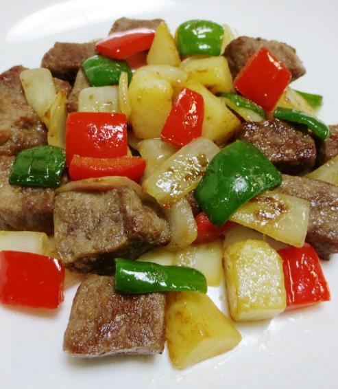 サイコロステーキと彩り野菜 大