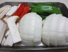 新玉ねぎのピリ辛炒め 【下準備】①