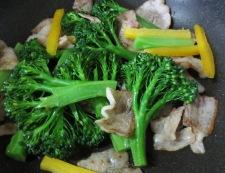 豚バラとブロッコリーの炒め 調理②