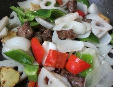 牛肉とレンコンの唐辛子炒め 調理④