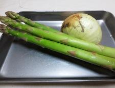 アスパラと新玉ねぎの梅風味パスタ 材料