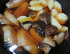 鶏手羽と新じゃがのうま煮 調理③