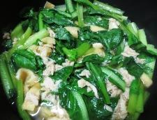 小松菜とツナの炊いたん 調理