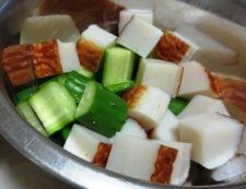 蒲鉾ときゅうりの梅肉和え 調理③