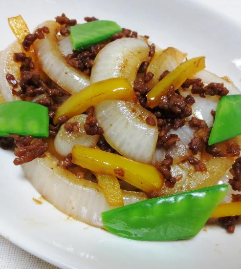 新玉ねぎの肉味噌炒め B