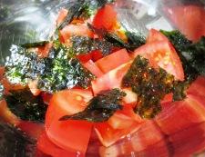 トマトと韓国海苔のサラダ 調理
