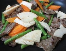 牛肉と エリンギの五香粉炒め 調理③