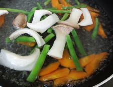 牛肉と エリンギの五香粉炒め 調理①