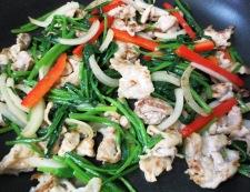 豚肉とほうれん草のガラムマサラ炒め 調理③