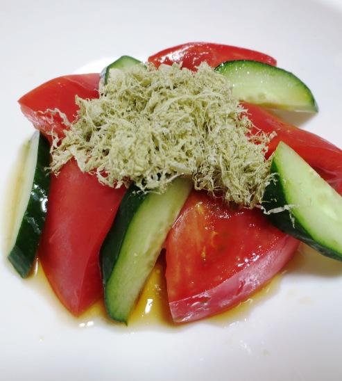 トマトととろろ昆布のサラダ B