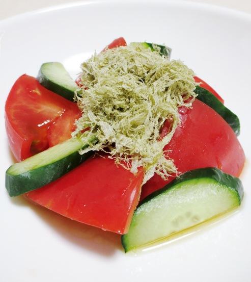 トマトととろろ昆布のサラダ 大