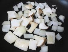 ツナコーンのピリ辛炒め 調理①