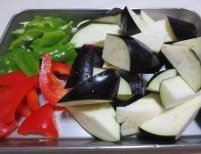 ゆで豚と揚げない茄子の回鍋肉 【下準備】①