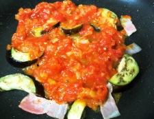 ベーコンと茄子のトマトソースパスタ 調理②