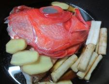 金目鯛のアラのごぼうの煮付け 調理①