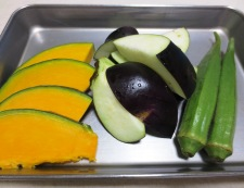 夏野菜のキーマカレー 材料①