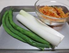イカゲソとキムチのオイスターソース炒め 材料②
