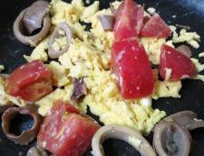 イカ缶とトマトの卵炒め 調理②