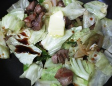 砂肝とキャベツのバター醤油炒め 調理④