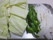 砂肝とキャベツのバター醤油炒め 【下準備】②