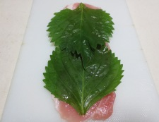 豚肉の梅しそチーズフライ 調理①