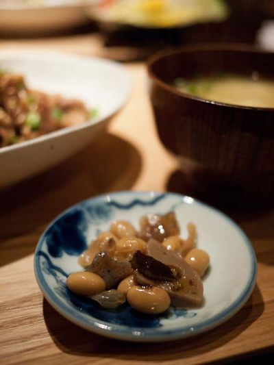 焼津 ジュモー ランチの小鉢は煮豆