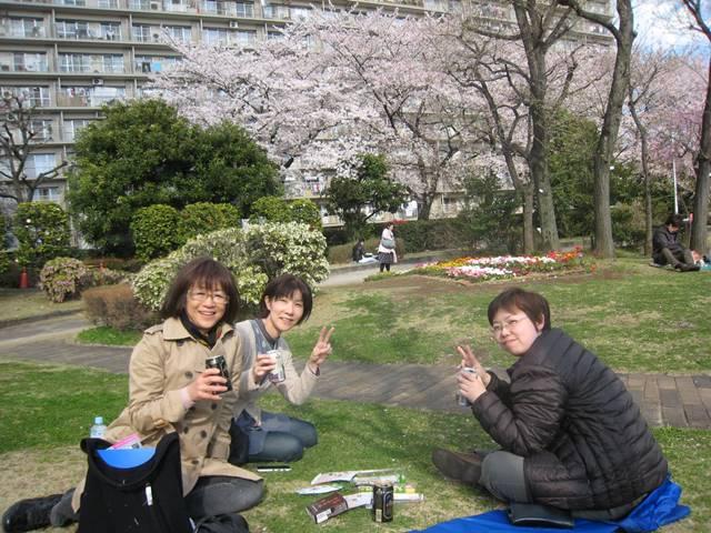 芝生でビール♪ Photo by Kazumi H.