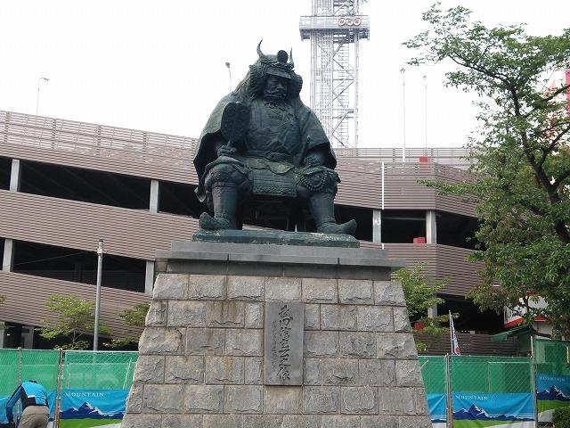 甲府駅前 信玄像