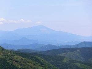 伊吹山を望む