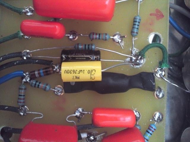 オプトカプラの10MΩ側の足に0.01uF/600Vのコンデンサ