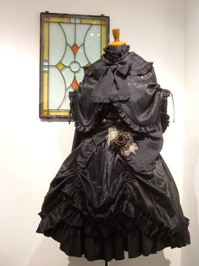 闇の黒薔薇