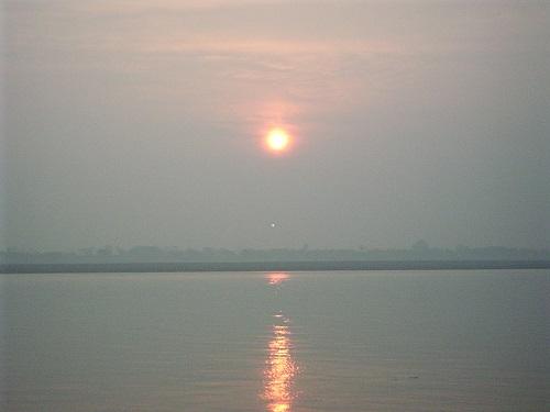 ガンジス河 夜明け