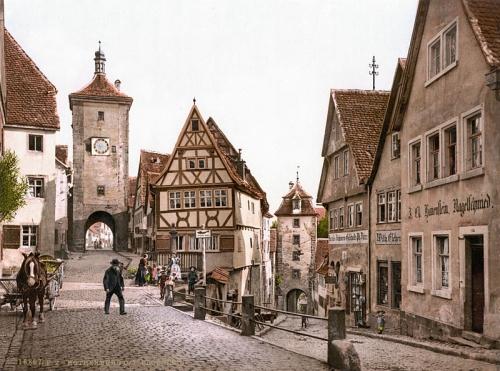 800px-Ploenlein_Rothenburg_1900ろーてんぶるぐ町並み