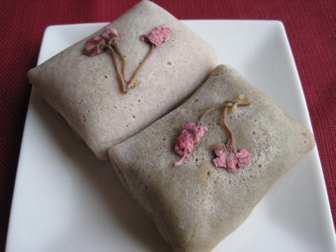 桜の花の蕎麦粉クレープ