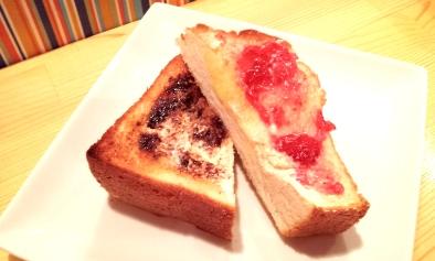 トースト ベジマイト&いちごジャム