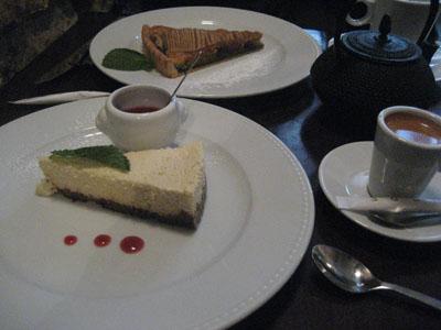 チーズケーキと洋ナシのタルト