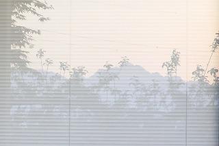 ガラス戸写った剣山