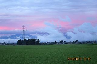 雲湧き上がる夕方