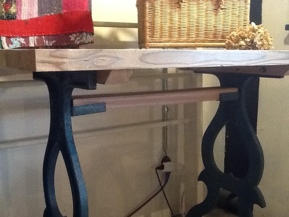 ブルー鉄脚×古材天板の作業台